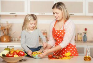Baby's Feeding Tips- Mother Learn The Daughter To Cook